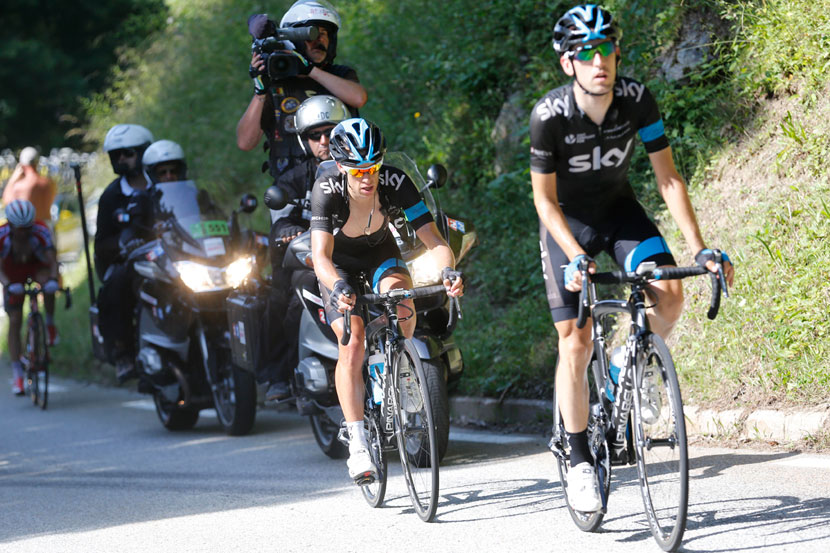 Mikel Nieve paces Richie Porte up to the finish of stage 13 at Chamrousse...  Photo: Yuzuru Sunada