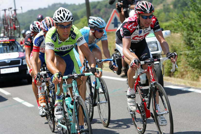 The break on the road to Montélimar in stage 13 of the 2006 Tour de France... Voigt won the stage and Oscar Pereiro took the yellow jersey. Photo: Yuzuru Sunada