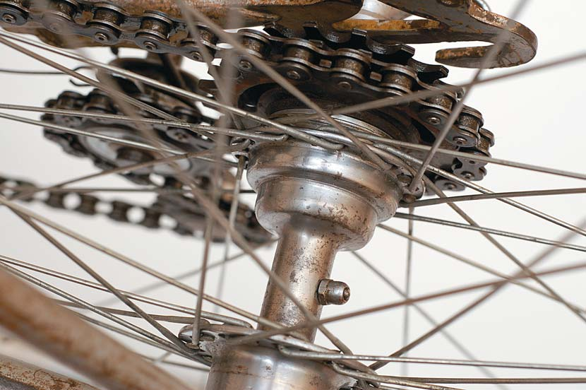 Although Shimano pioneered the modern use of the 'cassette' rear hub in the late 1970s, it was far from the inventor of the system. The Bayliss and Willey clutch hub was only one of many early incarnations, allowing for the selection of individual cogs to suit the terrain you expected to encounter that day.