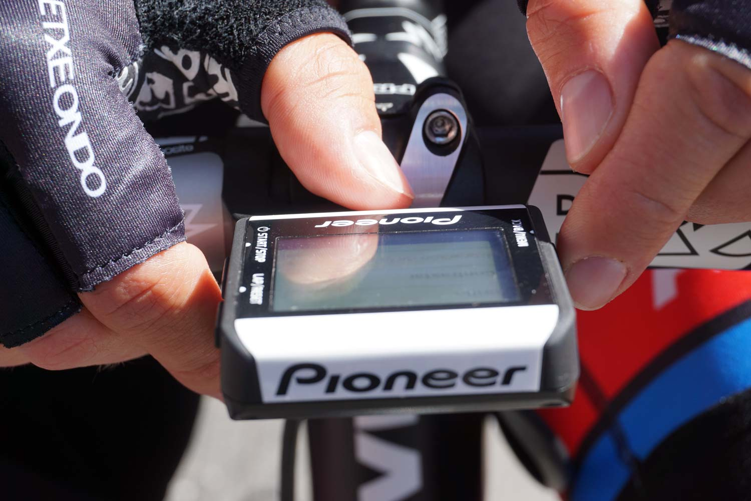 Simon Geschke adjusts his Pioneer power meter before a stage of the 2015 Tour Down Under.
