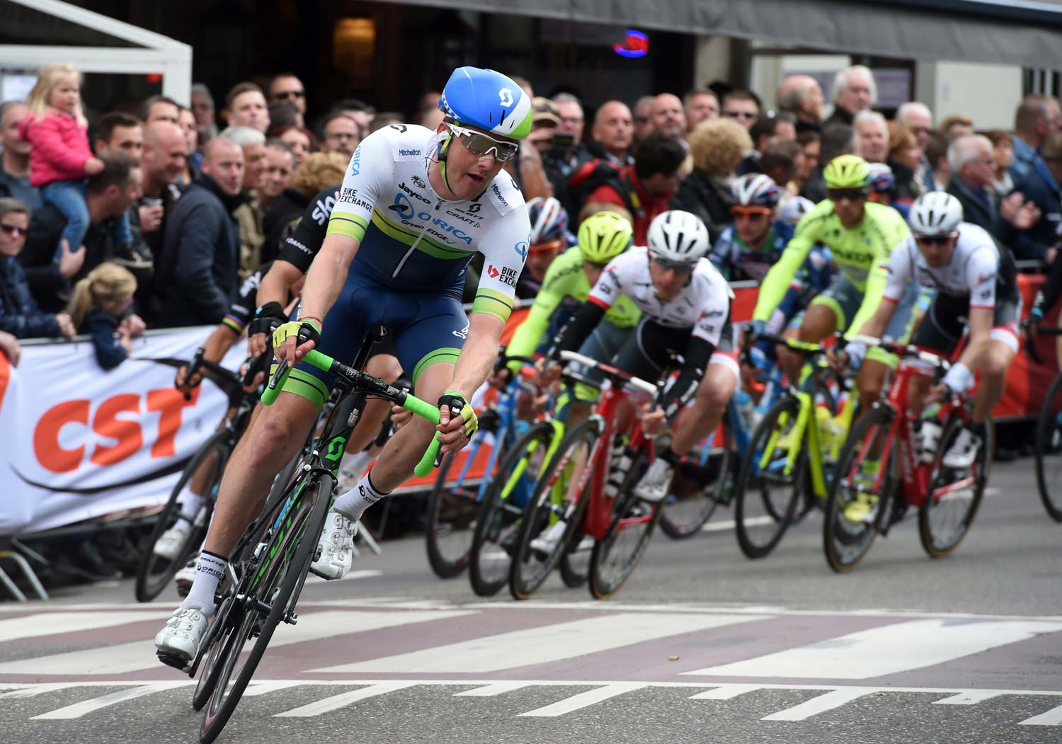 Luke Durbridge spent a solid stint at the front of the peloton on Sunday. He was one member of a committed Orica-GreenEdge team that was racing for... ah, two leaders. Photo: Graham Watson