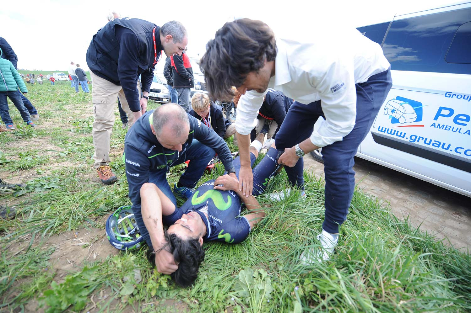 Francisco Ventoso has his wounds tended to by the race doctor. Photo: Yuzuru Sunada