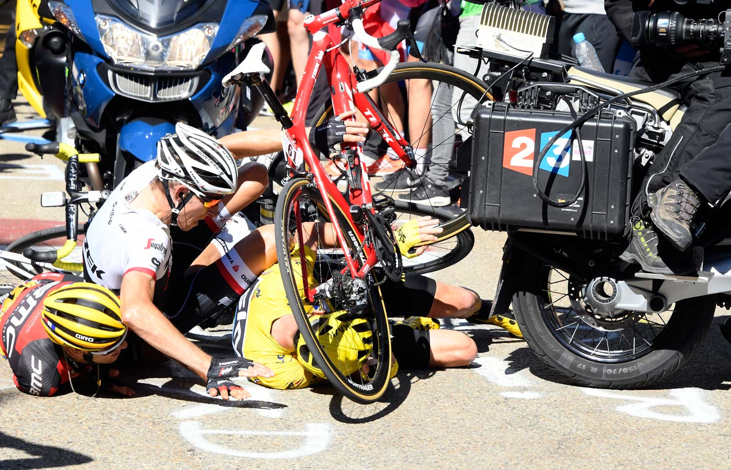 Moments after impact... Froome, Bauke Mollema and  Richie Porte found themselves with nowhere to ride near the finish of stage 12. Photo: Graham Watson