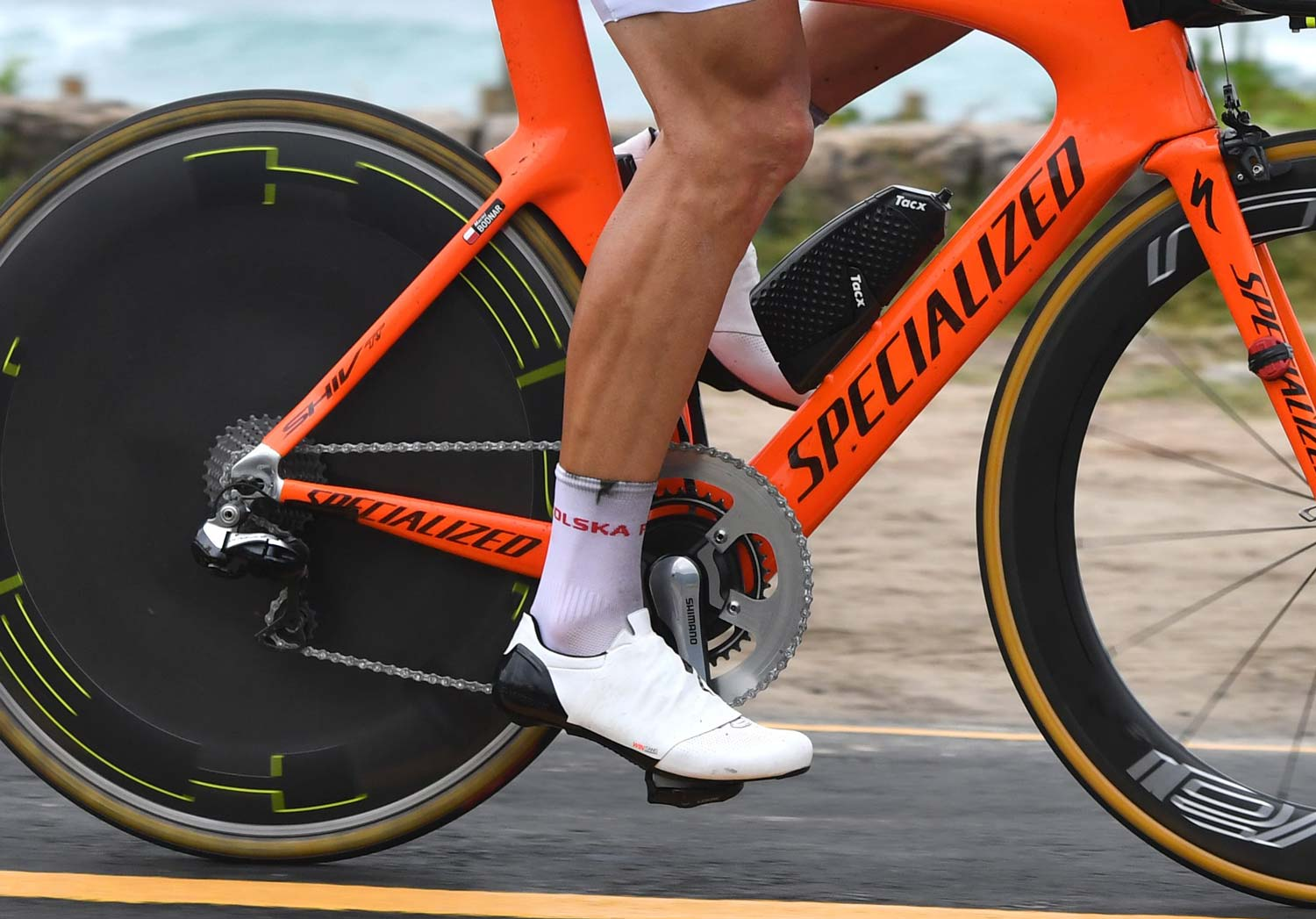 Maciej Bodnar is one of the riders to use partial shoe covers. He also used what seems to be a customised big chainring...  Photo: Graham Watson
