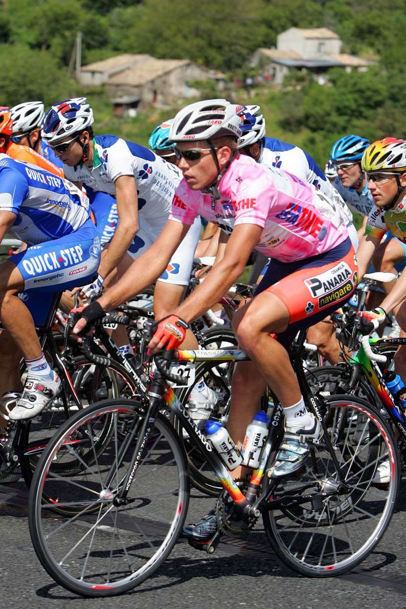 Brett Lancaster won the 1.15km prologue of the 2005 Giro d'Italia. He beat Matteo Tosatto by just one second to take the maglia rosa for a day. Photo: Yuzuru Sunada
