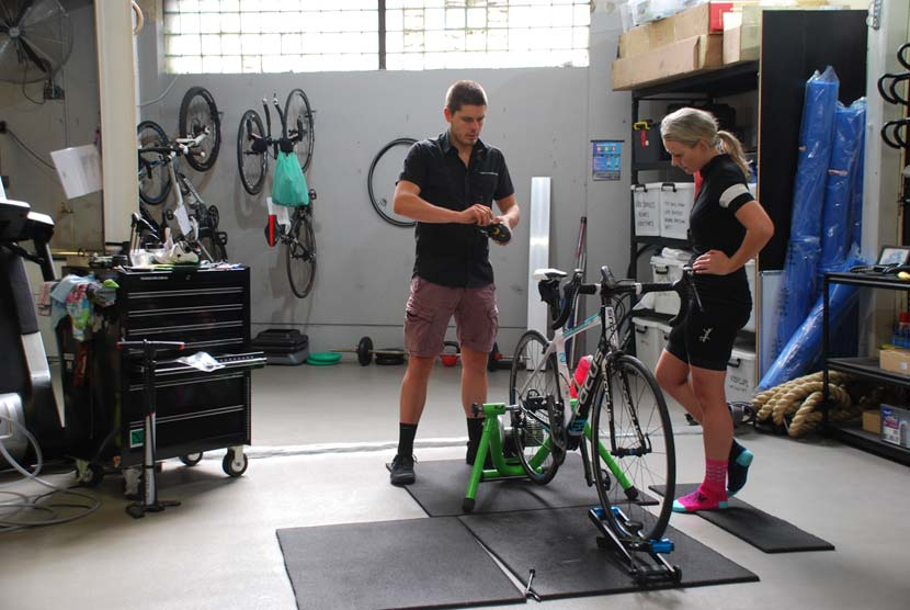 Ric Austen and Kate Johnson during a bike fitting consultation at The Body Mechanic. Photo: Rob Arnold