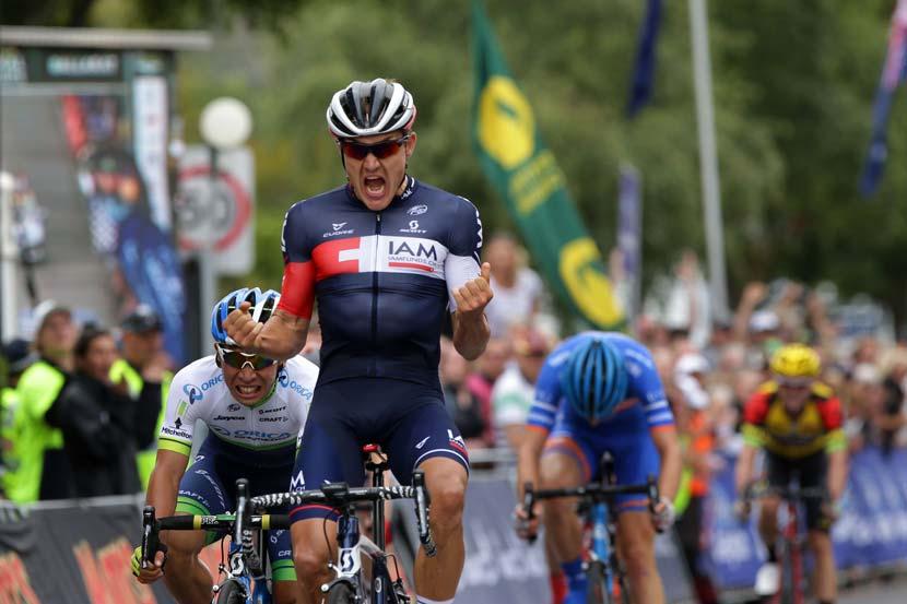 Heinrich Haussler beats Caleb Ewan and Neil van der Ploeg to win the 2015 Australian championship. Photo: Cycling Australia