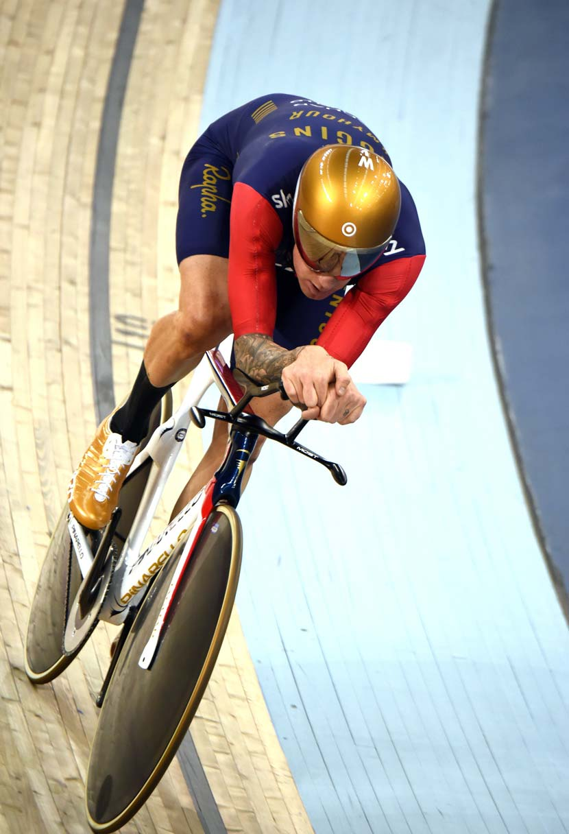 Bradley Wiggins in one fine hour on a Pinarello.  (Note the narrow fork design... part 01.) Photo: Graham Watson