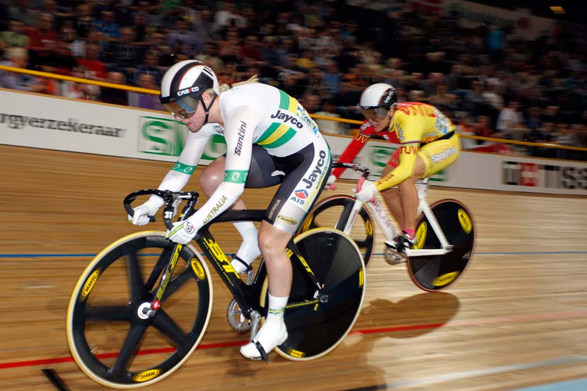 McCulloch leads Simona Krupeckaite in the early rounds of the sprint at the 2011 worlds. Photo: Yuzuru Sunada