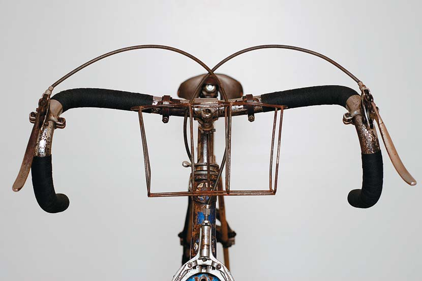 This handlebar shape was very popular in the 1930s. Known as Oppy bars, the naming of this particular bend was yet another indication of the esteem in which Opperman was held worldwide.