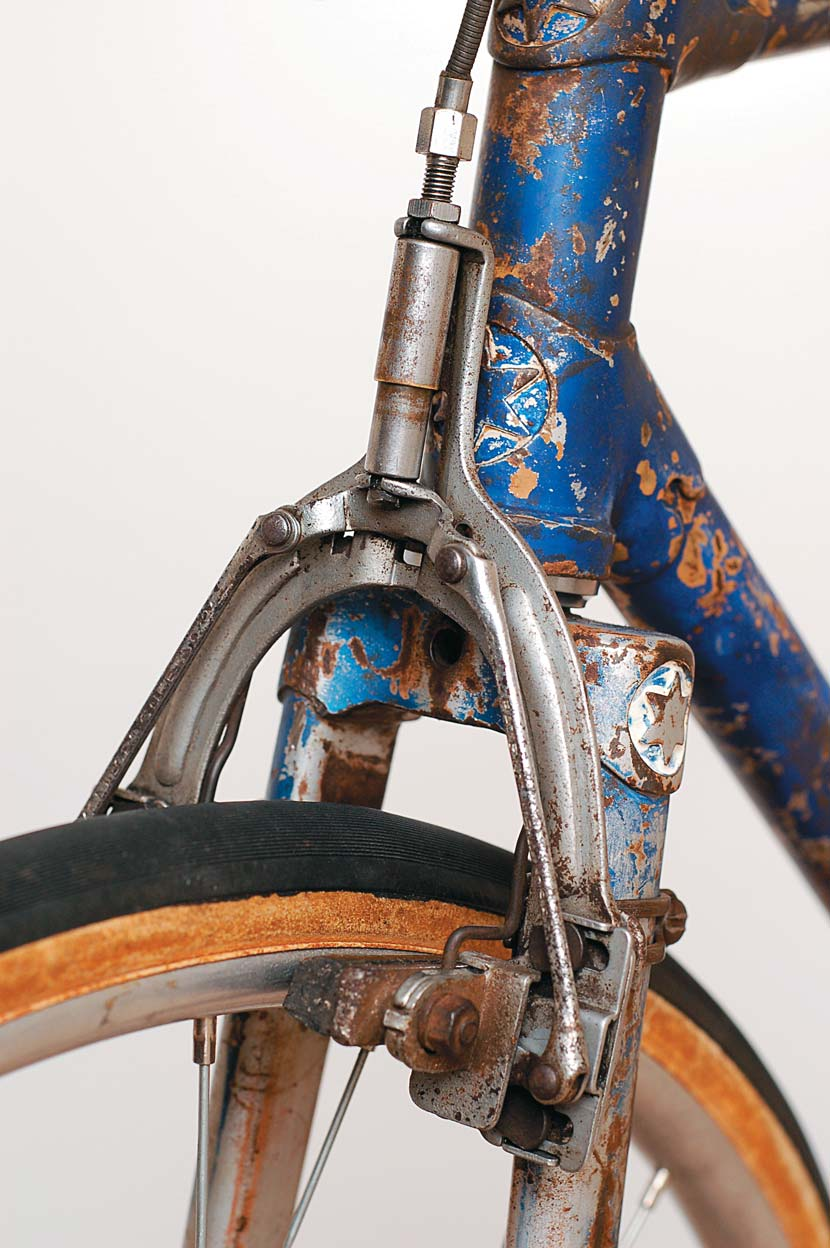 The Monitor Super Cam brakes were vastly superior to most others available at the time. Note the intricate linkages and the way the callipers are attached to the frame, eliminating flex.
