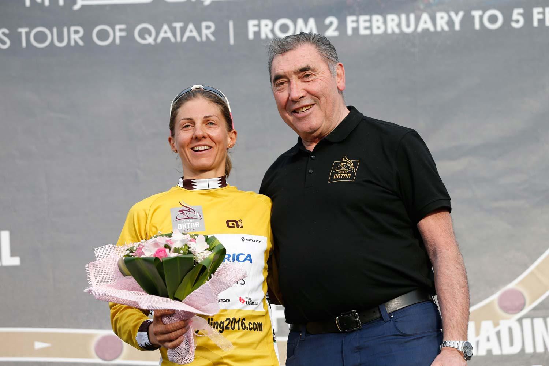Put a leader's jersey on... Katrin Garfoot and Eddy Merckx on the podium in Qatar. Photo: Yuzuru Sunada