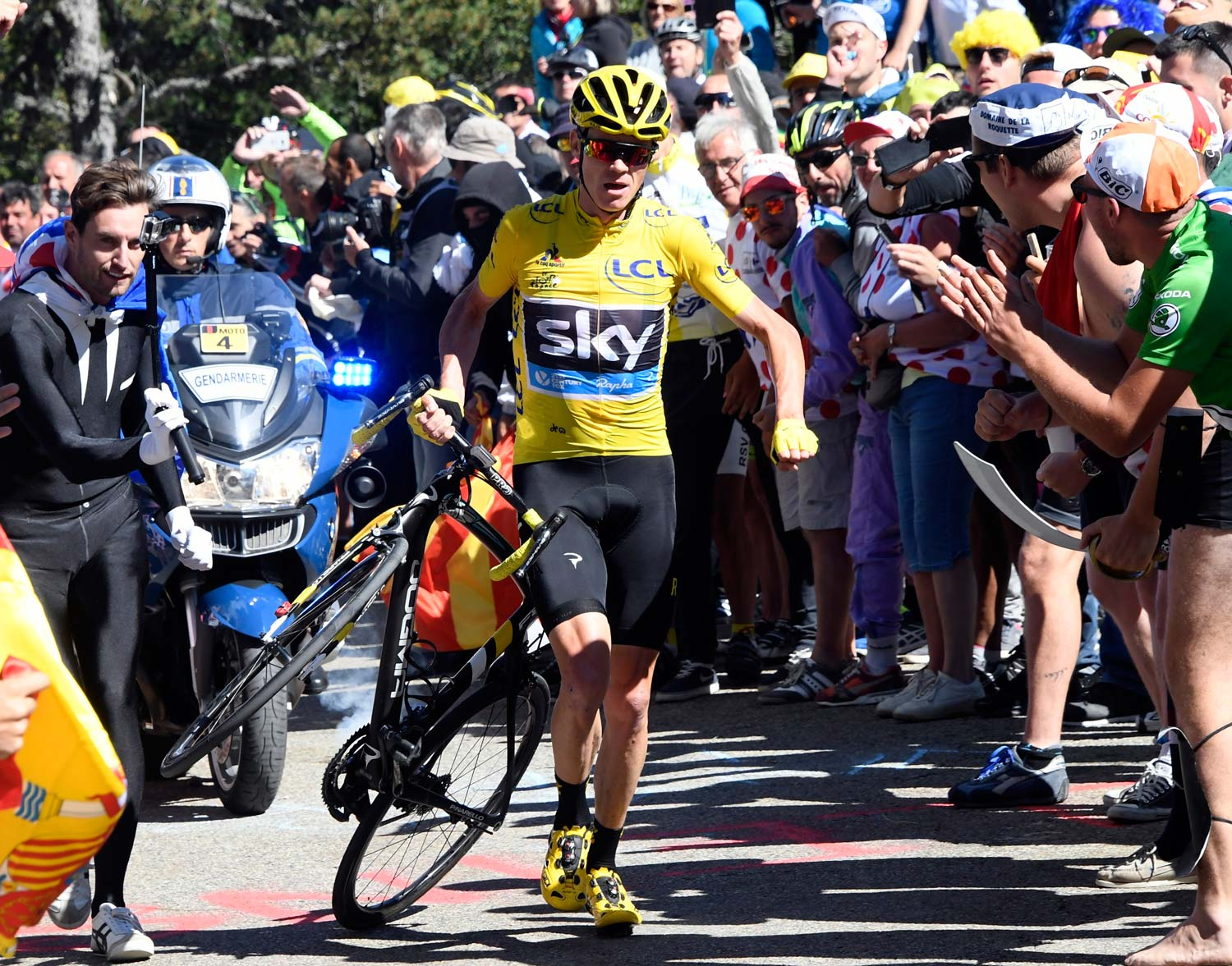 Chris Froome had to go to extraordinary measures to get to the finish after his crash near the end of stage 12. Photo: Graham Watson