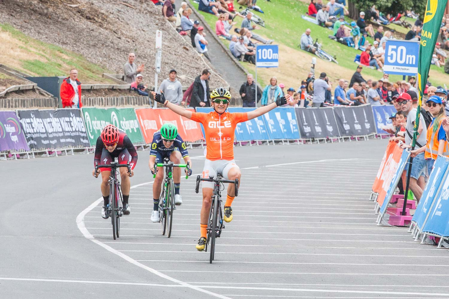 Valentina Scandolara wins the Geelong round of the Mitchelton Bay Cycling Classic. Photo: Jean-Pierre Ronco