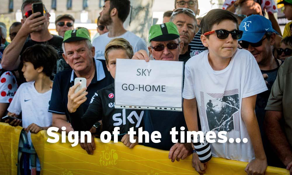 Team Sky responds to strange scene before stage 5